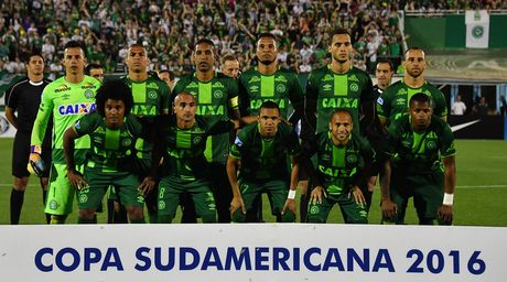 May bay cho cau lac bo bong da Brazil roi o Colombia - Anh 2
