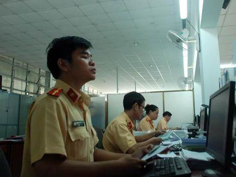 So bi phat, dan TP.HCM keo nhau di dang ky xe chinh chu - Anh 2
