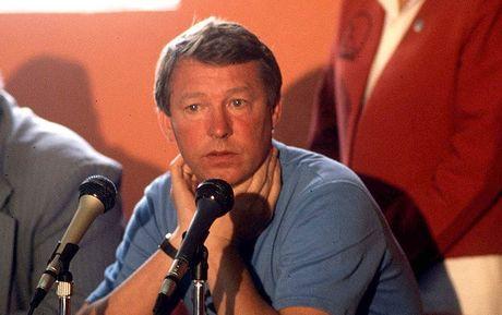 Bat ngo: Jose Mourinho khoi dau chi te ngang...Sir Alex Ferguson - Anh 2