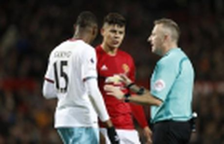 Diem tin sang 29/11: Ronaldo sap dat cot moc khung, Cau thu M.U vo dung, Barca se 'song mai' voi Real - Anh 2