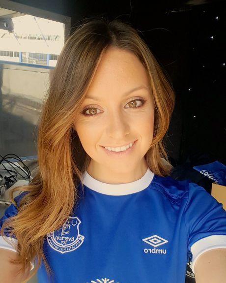 Jennifer Jewell - fan cuong nong bong nguyen 'coi do' vi Everton - Anh 10
