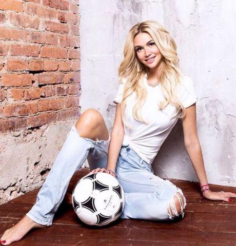 Victoria Lopyreva - sieu mau nong bong duoc chon lam dai su World Cup 2018 - Anh 4
