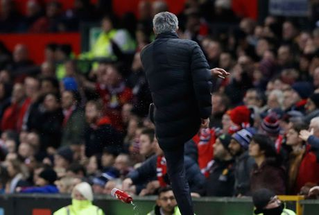 Mourinho khien gioi chu Man Utd 'nong mat' - Anh 1