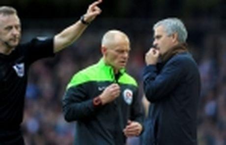 Mourinho khien gioi chu Man Utd 'nong mat' - Anh 2