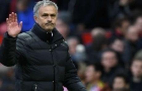 Mourinho khien gioi chu Man Utd 'nong mat' - Anh 4