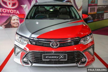 Toyota ra mat Camry 2.0G X ban the thao gia 815 trieu - Anh 2