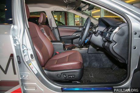 Toyota ra mat Camry 2.0G X ban the thao gia 815 trieu - Anh 6