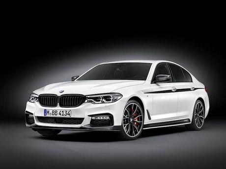 Vua ra mat, BMW 5 Series da co 'do choi' chinh hang - Anh 1