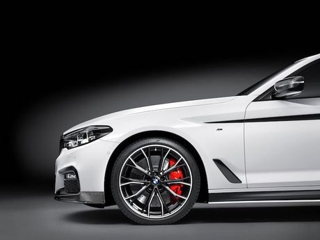 Vua ra mat, BMW 5 Series da co 'do choi' chinh hang - Anh 3