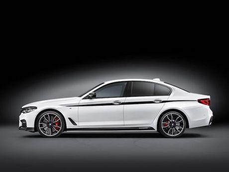 Vua ra mat, BMW 5 Series da co 'do choi' chinh hang - Anh 6
