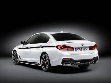 Vua ra mat, BMW 5 Series da co 'do choi' chinh hang - Anh 7