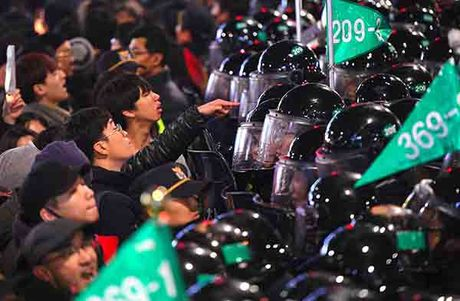 Chum anh bien nguoi doi Tong thong Park Geun-hye tu chuc - Anh 9