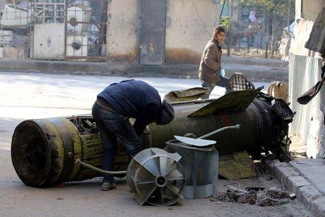 That thu, phien quan Syria lui ve tuyen phong thu phia Dong Nam Aleppo - Anh 1