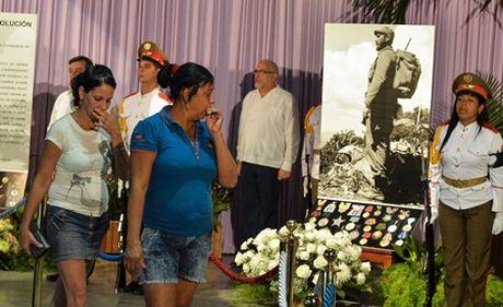 Nguoi dan Cuba thuong tiec lanh tu cach mang Fidel Castro - Anh 2