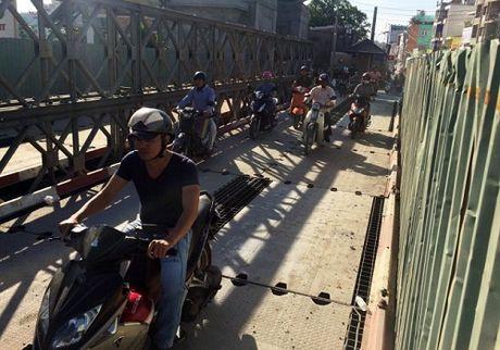 TP HCM: Thong xe 2 cau sat Hang Trong sau 15 ngay thi cong - Anh 1