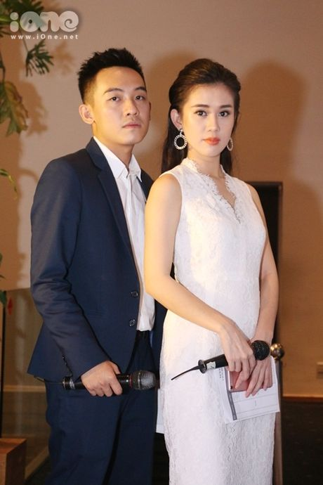 Hoang Thuy Linh ep nguoi tinh cam ben Vinh Thuy - Anh 13