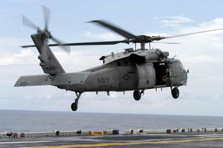 Reuters: Tau Iran ngam ban truc thang MH-60 cua My o Hormuz - Anh 1