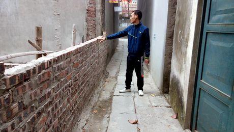 Tranh chap loi di chung: Pho Chu tich xa 'khuyen' nguoi dan di khoi kien - Anh 4
