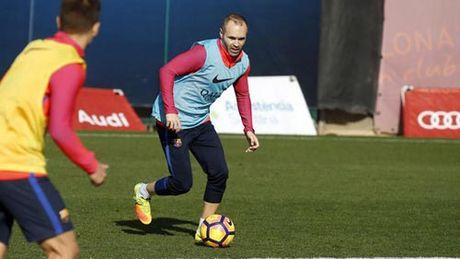 "Barca ""le buoc"" toi Sieu kinh dien: Noi nho Iniesta - Anh 1"