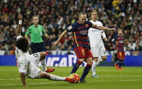 "Barca ""le buoc"" toi Sieu kinh dien: Noi nho Iniesta - Anh 2"