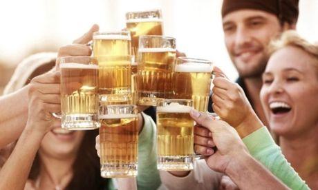 Uong 1 coc bia moi ngay giup ngan ngua nguy co dot quy va benh tim mach - Anh 1