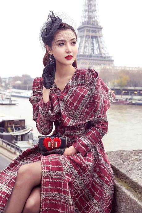 'Nu hoang sac dep toan cau' Ngoc Duyen gay an tuong tren pho Paris - Anh 2