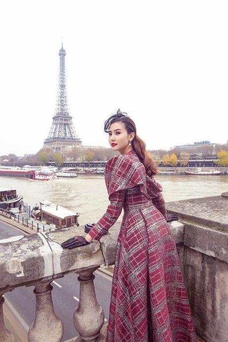 'Nu hoang sac dep toan cau' Ngoc Duyen gay an tuong tren pho Paris - Anh 5