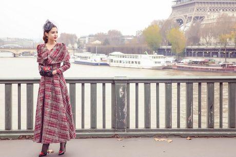 'Nu hoang sac dep toan cau' Ngoc Duyen gay an tuong tren pho Paris - Anh 7