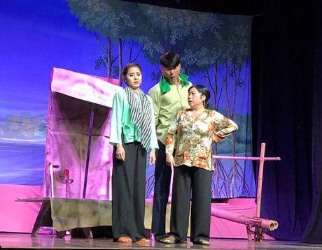 Thanh Loc - Huu Chau khien kieu bao khoc cuoi giua san khau My - Anh 6
