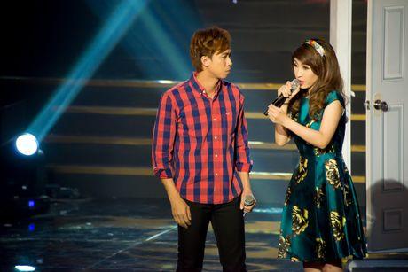 "Ho Viet Trung – Vinh Thuyen Kim tiep tuc dan dau bang ""Tuyet dinh song ca"" - Anh 1"