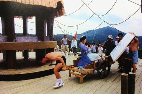 Hau truong bay nhay, cuoi ngua trong phim co trang Hoa ngu - Anh 4