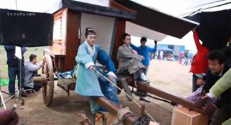 Hau truong bay nhay, cuoi ngua trong phim co trang Hoa ngu - Anh 8