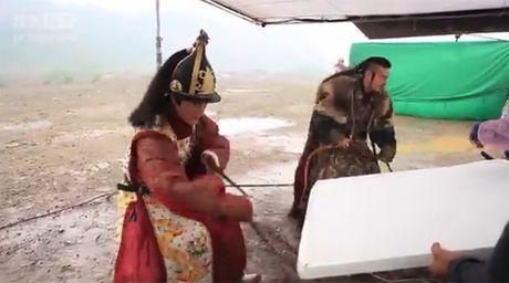 Hau truong bay nhay, cuoi ngua trong phim co trang Hoa ngu - Anh 9