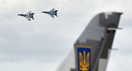 Cuu Tong thong Ukraine tiet lo thong tin trong ngay binh bien - Anh 1