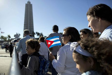 Hang van nguoi dan Cuba xep hang dai tien biet lanh tu Fidel - Anh 1