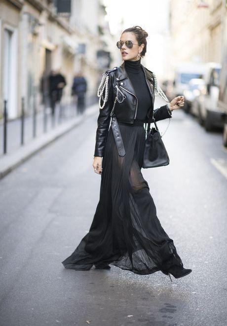 'Chan dai' Alessandra Ambrosio sanh dieu tren duong pho Paris - Anh 2