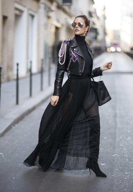 'Chan dai' Alessandra Ambrosio sanh dieu tren duong pho Paris - Anh 3