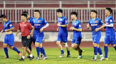 Cong Vinh truyen bi kip pha luoi cho Cong Phuong truoc tran ban ket AFF Cup - Anh 1