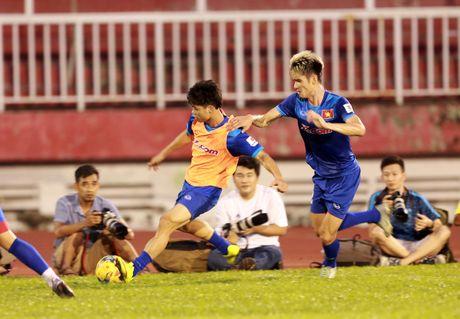 Cong Vinh truyen bi kip pha luoi cho Cong Phuong truoc tran ban ket AFF Cup - Anh 2