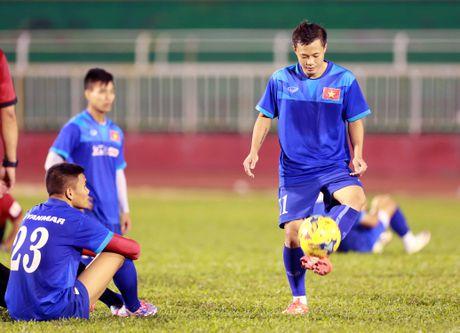 Cong Vinh truyen bi kip pha luoi cho Cong Phuong truoc tran ban ket AFF Cup - Anh 3