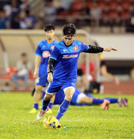 Cong Vinh truyen bi kip pha luoi cho Cong Phuong truoc tran ban ket AFF Cup - Anh 4
