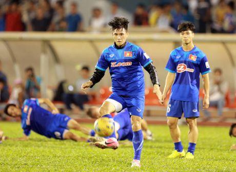 Cong Vinh truyen bi kip pha luoi cho Cong Phuong truoc tran ban ket AFF Cup - Anh 5