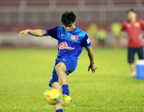 Cong Vinh truyen bi kip pha luoi cho Cong Phuong truoc tran ban ket AFF Cup - Anh 7