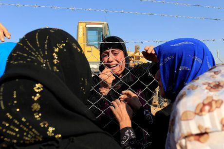 Nhung cuoc trung phung dam nuoc mat ben ngoai thanh tri Mosul - Anh 16