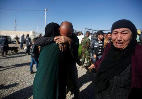 Nhung cuoc trung phung dam nuoc mat ben ngoai thanh tri Mosul - Anh 8