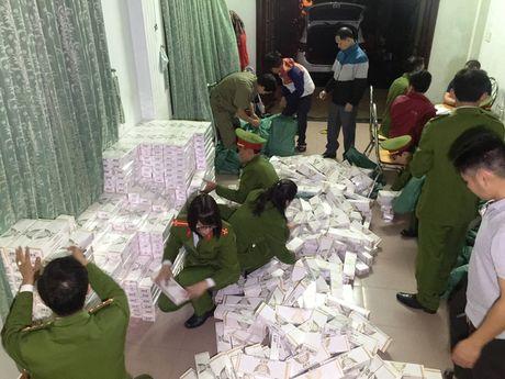 Bat giu tai xe 9x van chuyen 10.000 goi thuoc la lau - Anh 1