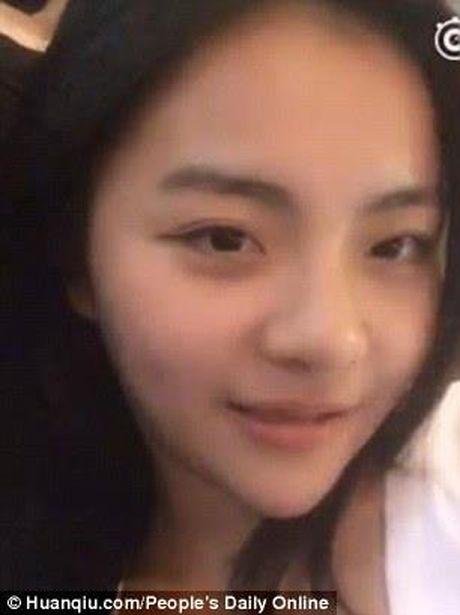 Hot girl vao tu vi toi live-stream khieu dam tren mang xa hoi - Anh 2