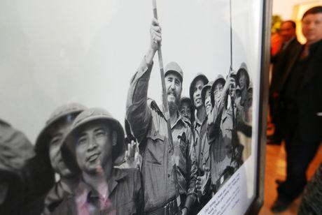 Nuoc mat va hoa vieng Fidel Castro o Ha Noi - Anh 4