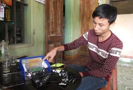 Thanh Hoa: Nam sinh sang che may chong ngu gat cho cac tai lai xe - Anh 1
