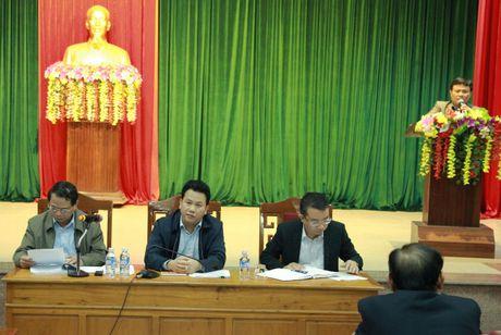 Ha Tinh: Sau doi thoai, hang tram tieu thuong chen nhau bat tay Chu tich tinh - Anh 1